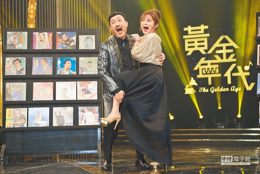 余天(左)與王彩樺在華視開新節目《黃金年代》。(陳俊吉攝)