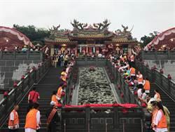 萬里濟安宮啟用大典 九龍壁、巨石龍珠搶信徒目光