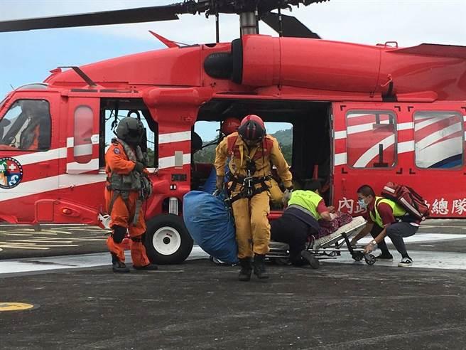 葉姓山友把救援直升機當計程車,引發社會躂伐。(南投縣消防局提供)