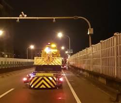 北市自10/1起實施高架道路洩水孔清疏 用路人小心駕駛