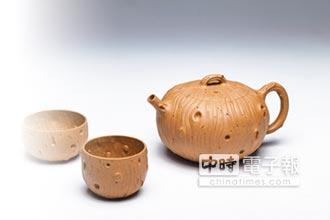 張正中結合壺與茶 創新紫砂工藝