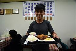 台東「 東之園草袋飯」 霸王雞腿外酥內嫩