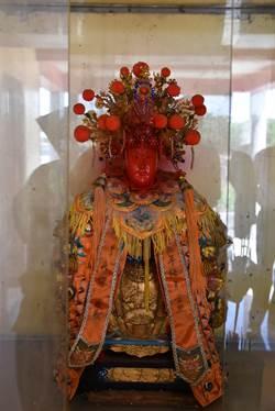 神像臉部遭人噴漆後自行開眼 爐主:惡徒「死定了」