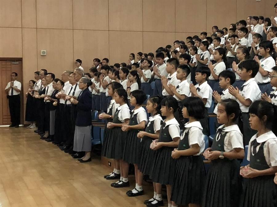 在台南慈中,由林碧玉副總、教育志業蔡炳坤執行長、台南慈中張經昆校長等,帶領全校師生約650人共同為印尼祝福。(圖/慈濟基金會提供)