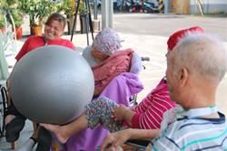 住民自主模式 訓練長輩改善生活