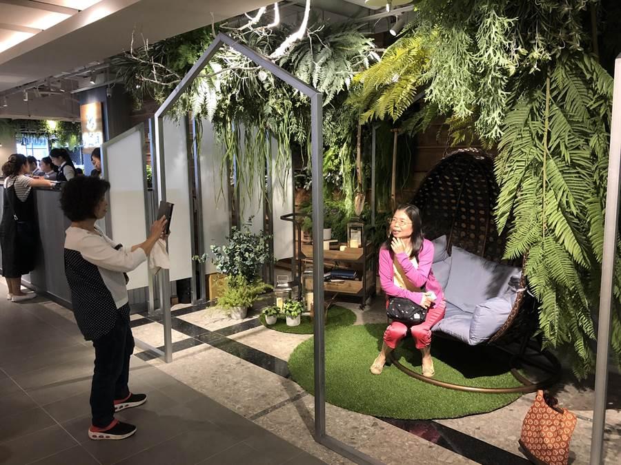 在空間設計上以「北歐溫室花園」為概念,隨處都是打卡點。(蔡依珍攝)