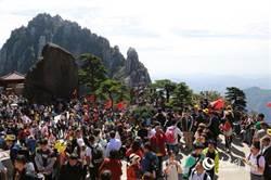 十一長假黃山擠滿3萬人 景區不堪負荷停止售票