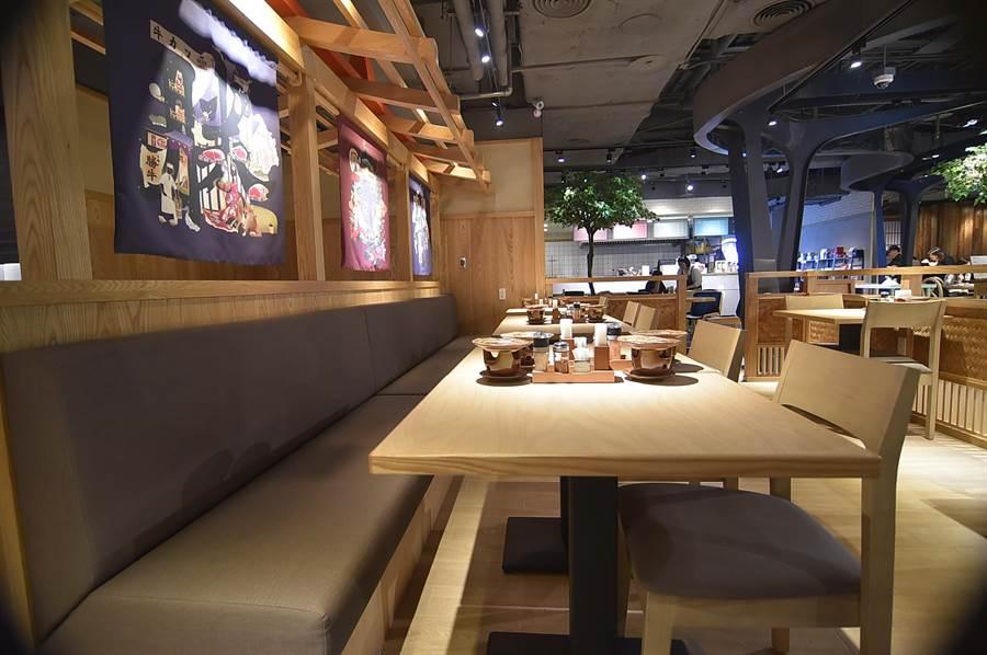 開在台北信義區新光A11館B2的〈京都勝牛〉首店占地約41坪,規畫有不同形式用餐區,可同時接待約50位客人。(圖/姚舜)