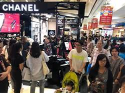 台中新光三越周年慶登場人潮擠爆 首日締造6.7億元佳績