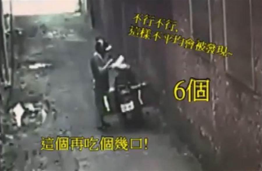 外送員躲在巷弄裡「偷吃」團訂便當,「餓行」被拍下傳上網挨轟「沒公德心」、「送口水給人吃」。(圖/翻攝自爆料公社)