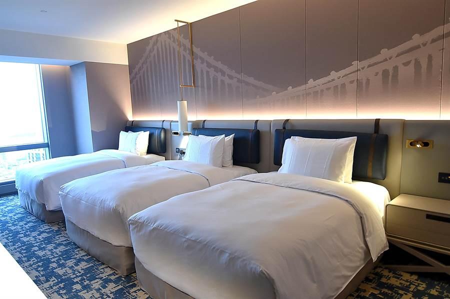 台北新板希爾頓酒店設有3床房型,可滿足家庭客或結伴自由行旅客旅宿需求。(圖/姚舜)
