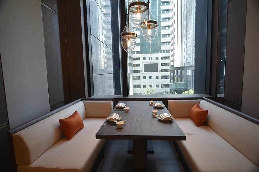 〈青雅〉中餐廳有多種不同規格用餐區,可提供不同飲宴需求與目的客人使用。(圖/姚舜)