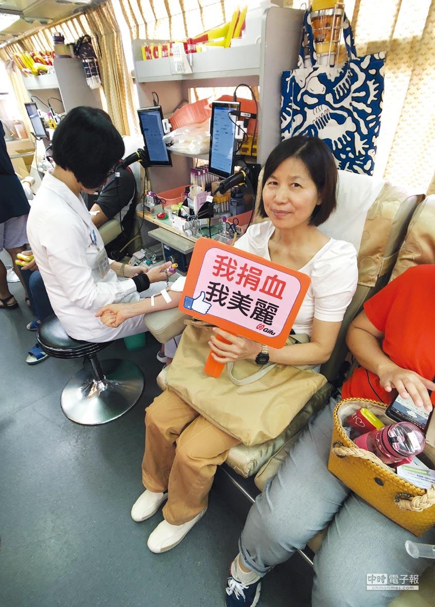 吉輔企業今年中秋節舉辦「捐血送月餅、揪民眾做愛心」活動,吸引民眾熱烈響應捐出鮮血。圖/業者提供