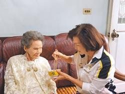 重陽敬老 林姿妙訪百歲人瑞