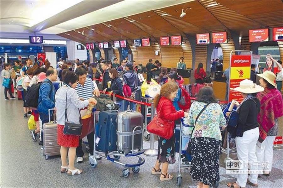 消費者透過臉書社團訂購便宜機票,付款後機票卻無故被取消。(本報系資料照/陳麒全攝)