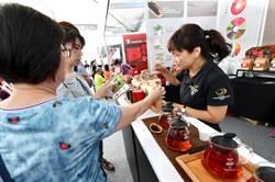 南投世界茶業博覽會登場 縣長特等茶賣光光開紅盤