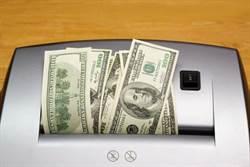 兩歲童把碎紙機當碎鈔機 爸媽辛苦存的錢都放進去了