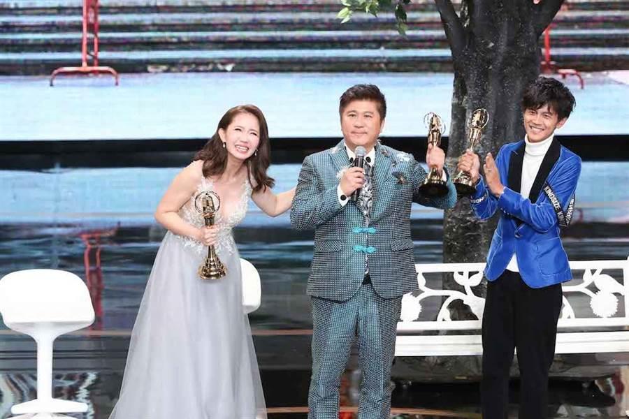 謝忻(左起)、胡瓜、阿翔奪綜藝節目主持人獎。(攝影組攝)