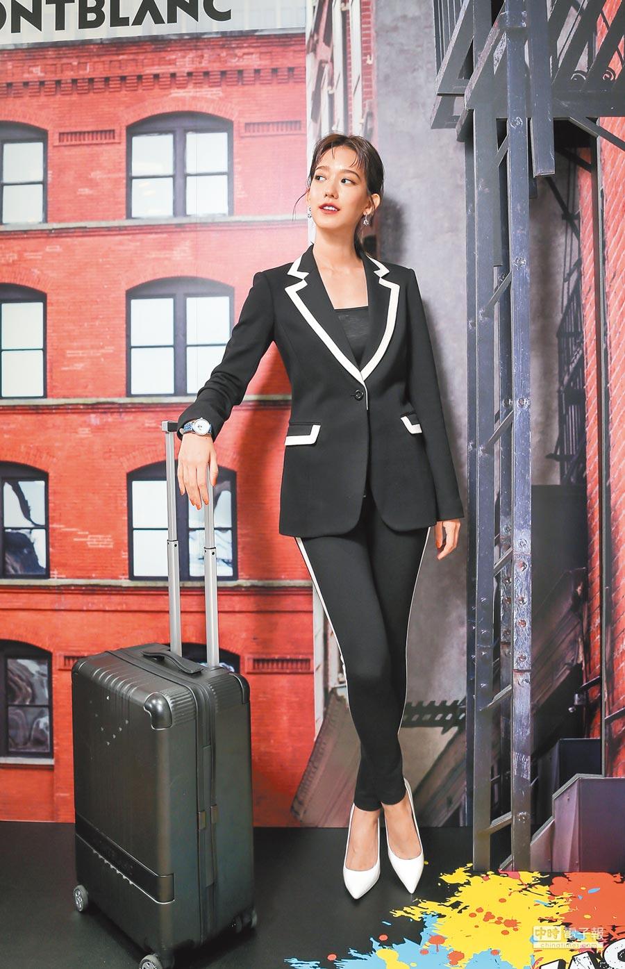 孟耿如出席萬寶龍#MY4810行李箱發表會,放話今晚的金鐘紅毯禮服「尺度很大」。(盧禕祺攝)