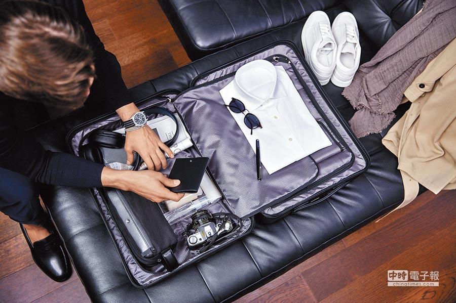萬寶龍#MY4810行李箱內襯為防信用卡資料外洩的RFID系統,保護個資更安心。(Montblanc提供)