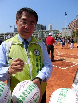 台南》朱立倫炮轟台南綠營執政 黃偉哲:謾罵不會幫高思博增加選票