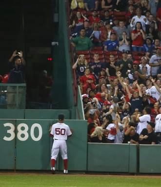MLB》紅襪球場座位太窄 球迷怒瘦63公斤