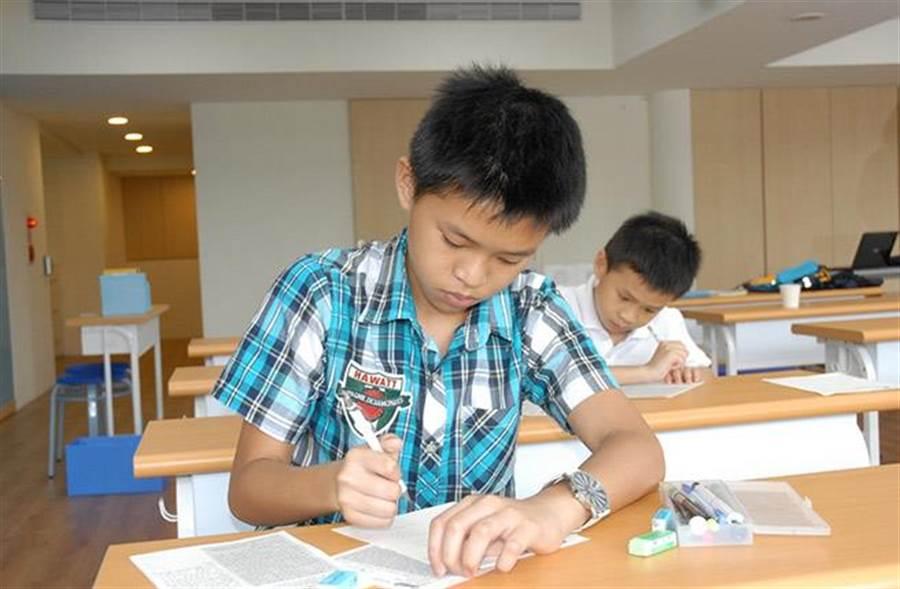 家長認為KUMON帶給孩子最大的幫助,是教導孩子自己解決問題的自學自習能力,這也是孩子可以受用一生的能力!(圖/KUMON提供)