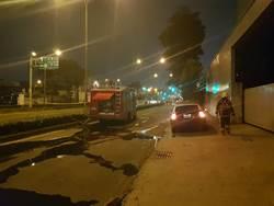 高市楠梓區晚間發生路面氣爆 5輛汽車受損