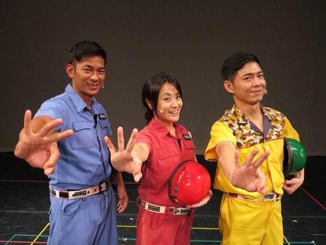 (左起)亮哲、海裕芬、邱逸峰一起笑翻全場。(圖/翻攝自海裕芬臉書)