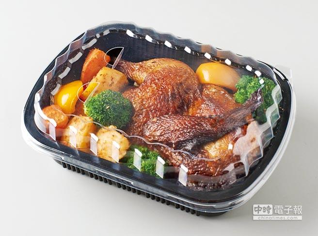 家樂福的烤雞採用有產銷履歷的洽富氣冷雞,不但肉質鮮美,安全又衛生,已是許多消費者的最愛。圖/家樂福提供