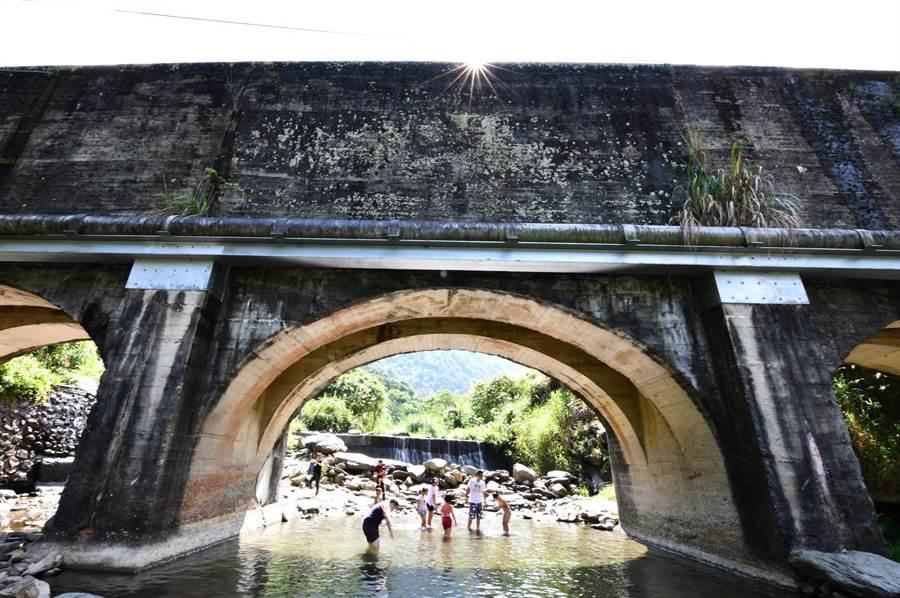 武界引水隧道之隧橋「向天圳」壯觀美麗。(沈揮勝攝)
