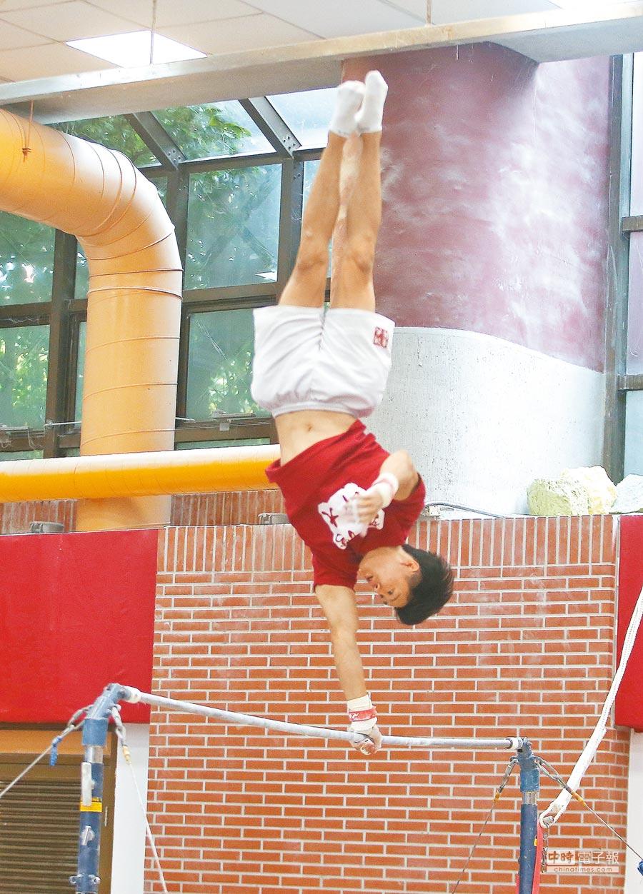 身為台師大體操隊隊長的唐嘉鴻不受奪下亞運金牌的光環影響,仍然每天維持5小時的練習量備戰爭取2020東京奧運參賽權。(本報系資料照片)
