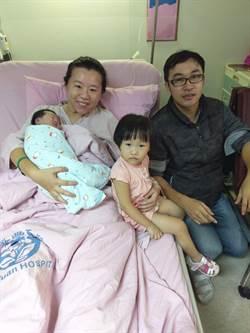 小姊妹同為國慶寶寶 產婦:好幸運!