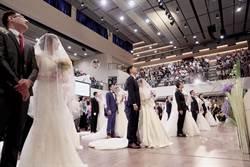 雙十國慶好結婚 20對新人挺愛家公投