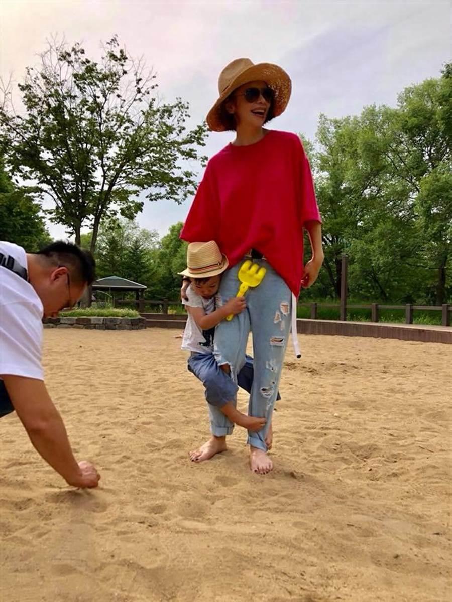 徐若瑄以鋼鐵V自稱,這次久病未癒還要照顧小孩,讓她身心俱疲。(圖/擷取自徐若瑄臉書)