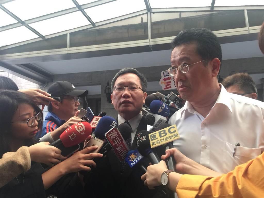 財政部長蘇建榮今(11)日於行政院受訪,談台股大跌國安基金是否進場。(張語羚攝)