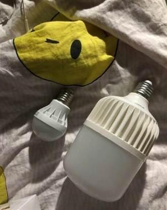 房間有太陽!請男友買燈泡 回家險被「霸王燈」閃瞎