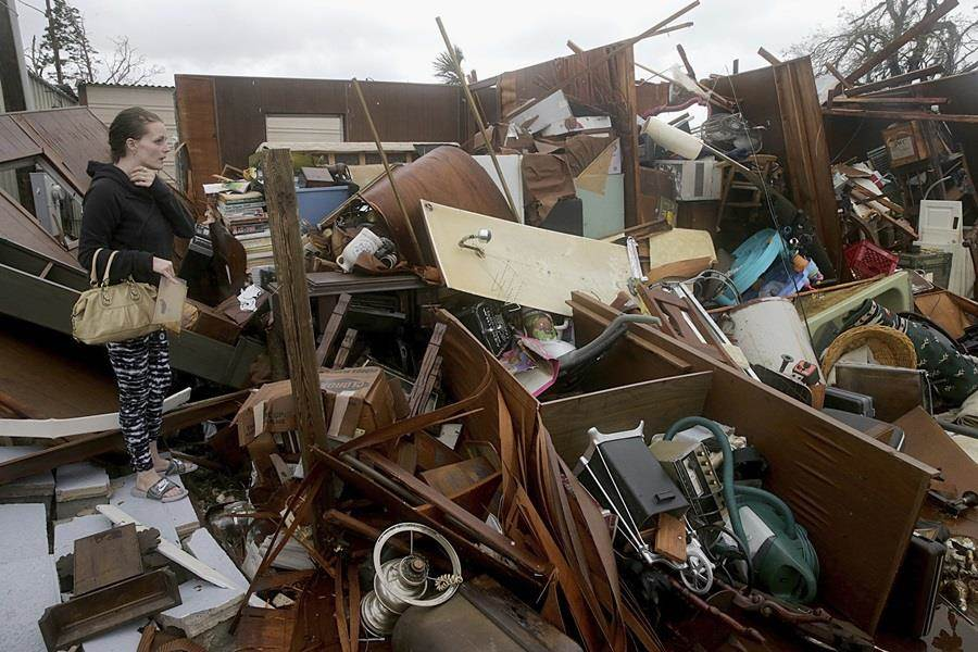 怪獸級颶風麥可席捲美國佛羅里達州,造成當地重大災情,房舍倒塌、城市淹水,居民嘆重建恐須一年。(圖/美聯社)