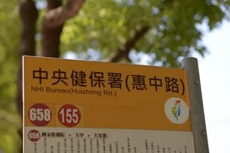 搭公車遊花博 沿線站牌標語醒目