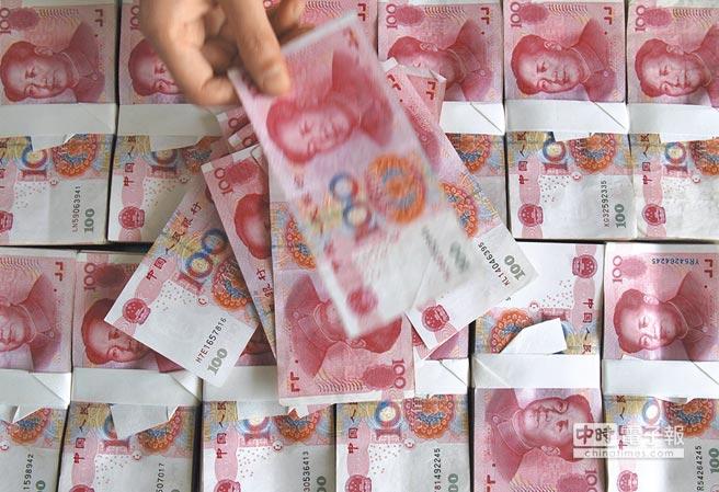 人民幣「破7」之聲不絕於耳。(新華社資料照片)