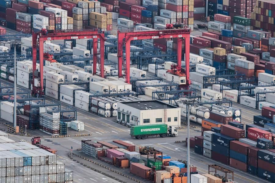 川普對數千億美元的中國輸美產品加徵高關稅,美國進口大陸貨物仍持續增加。(圖/美聯社)