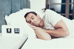 有這種好事?別再熬夜加班了 只要多睡覺就可以賺錢