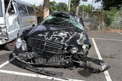 賓士男國道擦撞、自撞拋飛車外身亡 台鐵列車長遭擦撞險翻車