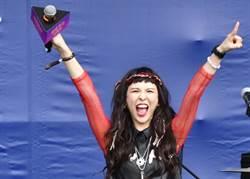 魏如昀致敬皇后合唱團 音樂祭高唱「We Will Rock You」