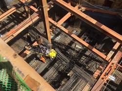 桃園中路特區建案工地鋼筋「天女散花」砸傷3工人
