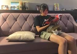 愛貓少女!廖子懿與「蓉蓉」通聲氣