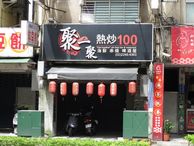 新北市中和區中山路二段某熱炒店今(14日)凌晨3時許驚傳槍響。(葉書宏攝)