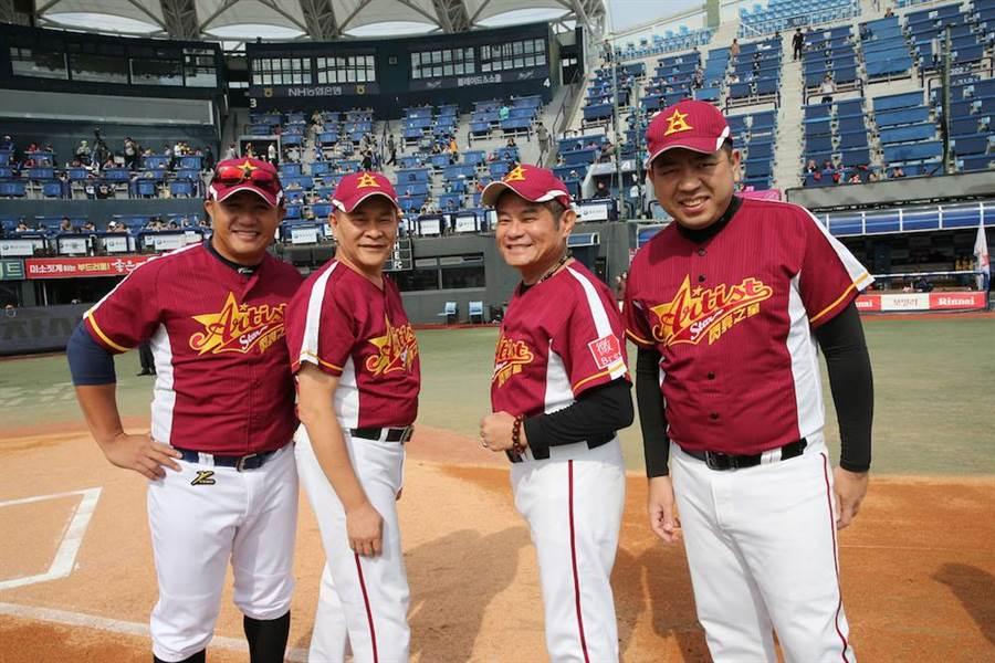 張泰山(左起)擔任台灣明星棒球隊總教練,與澎恰恰、許效舜、Nono一起現身馬山棒球場。(圖/台灣明星棒球隊提供)