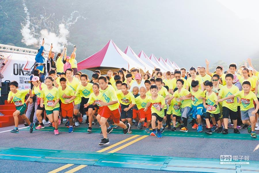 本次賽事由汶水國小長跑小將們負責領跑。照片提供OK忠訓國際