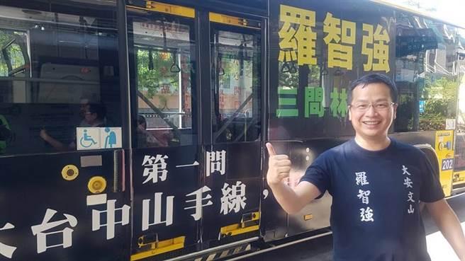 羅智強說,阿強公車一到台中就嚇得林佳龍吃手手,一天之內拆光光。(羅智強臉書)